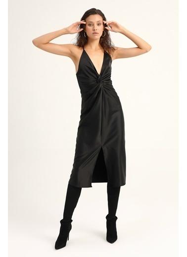 Quzu V Yaka Yırtmaçlı Saten Elbise  Siyah